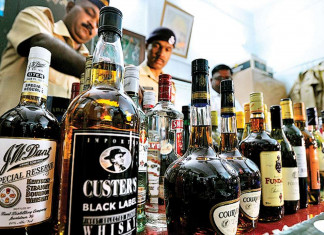 Gujarat Cops recover 720 bottles from car as driver abandons vehicle to escape police