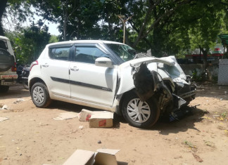 Police recovers liquor worth Rs 1.25 lakh from car that met with an accident in Ahmedabad