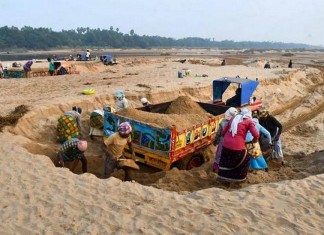 Mob attacks and injures 4 cops who try to stop illegal sand mining in Bhuj