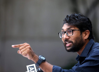 Liquor Prohibition is only on papers in Gujarat: Mevani