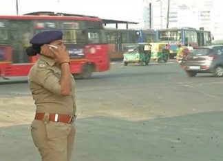 Gujarat: Traffic Police Cannot Use Mobile Phones on Duty