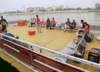 Ahmedabad: Only 103 peoples showed their interest in floating library