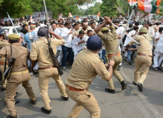 UP Police Lathi Charge on Congress Workers Protesting in Lucknow Against BJP Govt