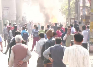Clash Break Out In Bhajanpura After Maujpur, Miscreants Set Vehicles On Fire; Paramilitary Forces Called In