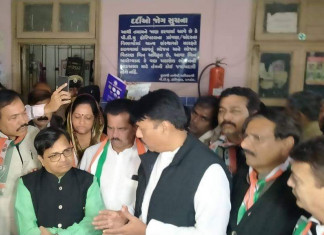Cong leaders visit Civil Hospital as cases, deaths surge in state
