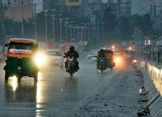Winds, rains lash A'bad; city gets respite from heat