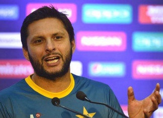 Shahid Afridi tests COVID-19 positive, asks fans to pray for him