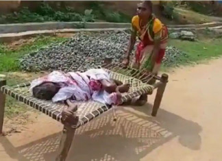 Woman drags bedridden mother on cot to bank to get pension