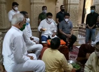 Hardik Patel, supporters visit Somnath, social distancing disappears