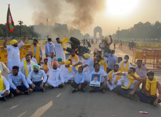 Farm bills protest: Tractor set ablaze near India gate