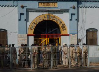 Gujarat police to focus on 1035 absconding prisoners let out due to COVID-19