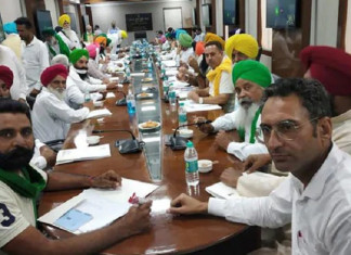 Farmers' delegation walks out of meeting on farm laws over minister's absence