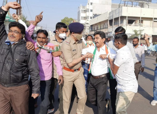 Bharat Bandh: Mixed impact in Gujarat, cities continue to function, small towns, villages back farmers