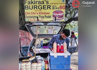 Stall owner in Ahmedabad offers a discount on food if customers sing 'National Anthem' with him!
