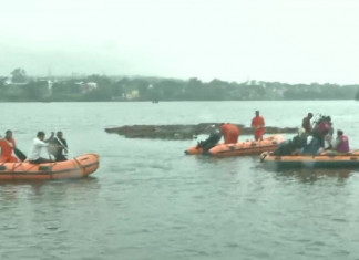 Boat ferrying tourists at a picnic spot in Navsari capsizes, 5 dead