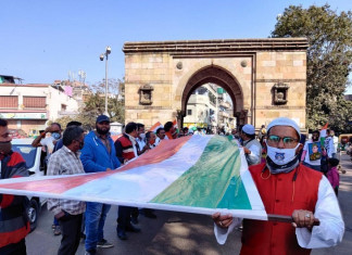 72nd Republic Day: Jamalpur residents march with 72 ft long Tricolour