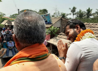 Former cricketer & BJP poll candidate Ashoke Dinda attacked by mob in Bengal