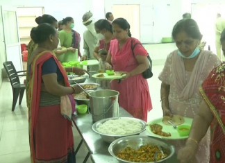 In Rajkot, those who get COVID vaccines are offered free food!