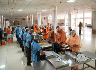 Vadtal Swaminarayan Temple offers free tiffin service to Covid patients